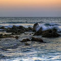 Катание на волнах на закате