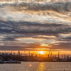 Осенний закат над портом