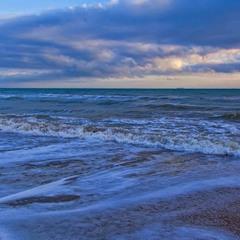 Небо искупалось в море