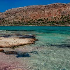 Розовый песок бухты Балос