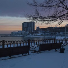 зимний вечер у моря