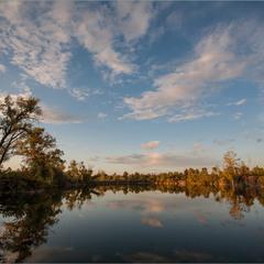 На озері осінь.